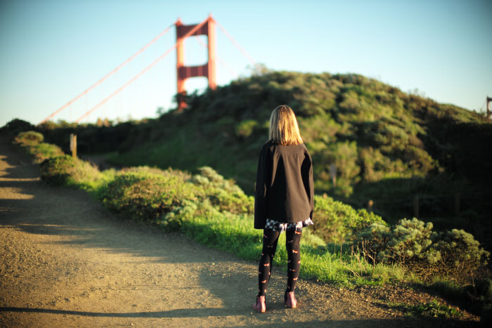 Cerise devant le Golden Gate bridge à San Francisco.  - by Laurel Duermael